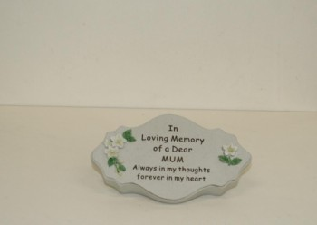 In Loving Memory of a Dear Mum oval plaque