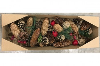 Buy garlands and Christmas decorations and wreaths from GT Sundries